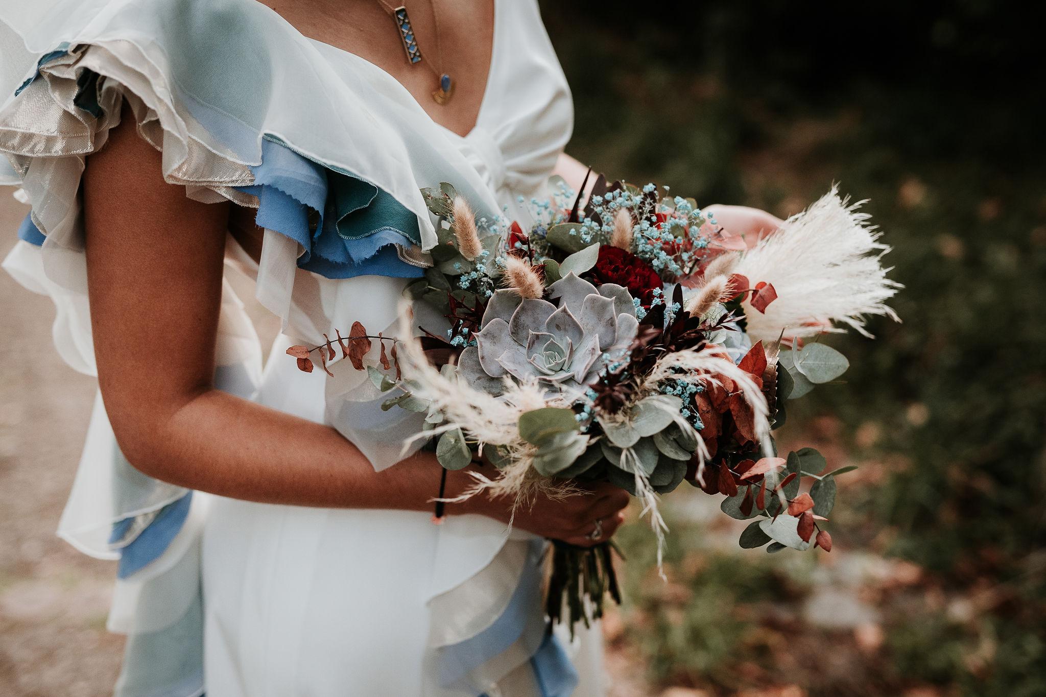 Bouquet de la mariée mariage bohème aux notes bleutés